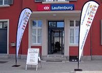 Flaggen am Eingang